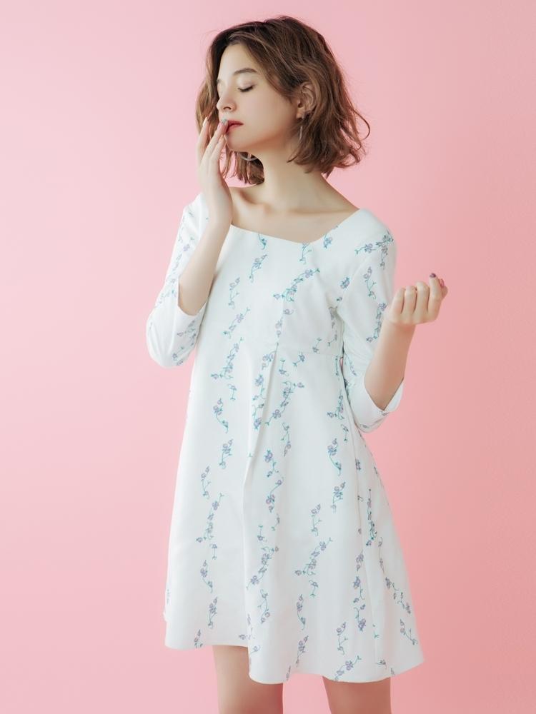 【sw】フラワーライン刺繍スクエアネックワンピース